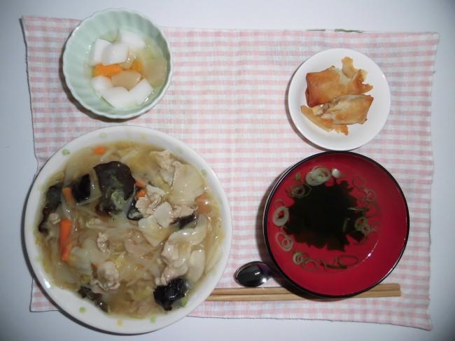 あんかけ焼きそば 春巻き わかめスープ 杏仁豆腐
