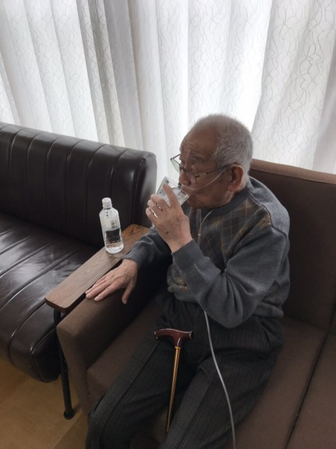 橋本~水飲む